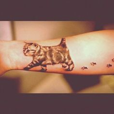 30 Best and Cute Cat Tattoo Designs Kitten Tattoo, Cute Cat Tattoo, Tattoo Designs Wrist, Tattoo Designs For Women, Tattoo Women, Crazy Cat Lady, Crazy Cats, Footprint Tattoo, Muster Tattoos