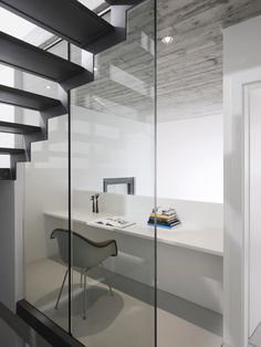 Another Stairs: floating look with steel construction: casa rizza by studio inches architettura - stairs