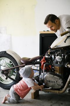 dad and son with motorcycle | eliza & elizabeth family photography