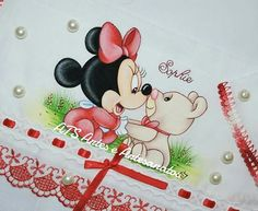 Minnie com urso Fabric Painting, Mickey Mouse, Disney Characters, Fictional Characters, Snoopy, Bear, Drawings, Kids Coloring, Baby Painting