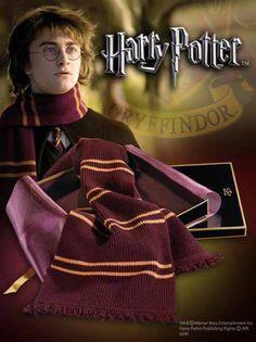 Harry Potter - Bufanda Gryffindor - OFICIAL - Rakuten.es  Harry Potter - Bufanda Gryffindor - OFICIAL: MER-30 de Tierra Pagana | Compra en línea en Rakuten España