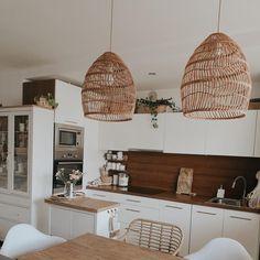 Handgemachte Rattan Lampe Wicker Lampe Boho Stil Lampenschirm | Etsy Rattan Lampe, Natural Lamps, Thing 1, Boho Stil, Vintage Lamps, Kitchen Shelves, Eclectic Decor, Warm Colors, Decoration