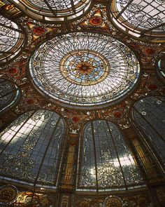 Last cupola realized by France Vitrail International. Handmade from paper sketch to installation by our craftsmans team. Now in our arts and crafts glass studio in Paris. Waiting for a new owner Follow the link to our website specialized for domes and cupolas, (French, English, Russian and Chinese translation ) http://www.ericbonte-maitreverrier.com/EN/ Have all a great and peaceful weekend, greetings from Paris, France