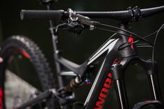 Here it is - the brand new Specialized Stumpjumper 2016 rig. Wanna more images and info? Visit mtb.pl website.
