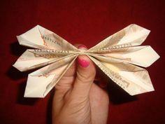 Come fare un mazzo di fiori con le banconote - 10 passi