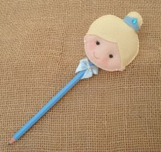 Diy For Kids, Gifts For Kids, Pen Toppers, Baby Shower Souvenirs, Felt Crafts Patterns, Felt Bookmark, Cinderella Birthday, Felt Fabric, Felt Art