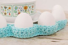 This crochet egg cozy pattern is so super easy and gives you a great decor bang for your efforts! And it's perfect for beginner crocheters too! I love how this cozy looks on my Easter table weaving around the dishes and platters. Crochet Egg Cozy, Crochet Home, Knit Or Crochet, Cute Crochet, Crochet Baskets, Easter Crochet Patterns, Easter Table Decorations, Holiday Crochet, Crochet Kitchen