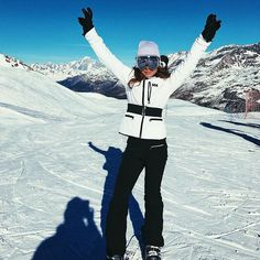 Made In Chelsea's Louise Thompson flashes her pert bottom Louise Thompson, Ski Fashion, Winter Fashion, Short Inspirational Quotes, Winter Suit, Fall Winter, Apres Ski, Ski Ski, Snowboard Girl