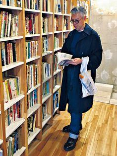 Day4 Coat,Shoes_MARNI Knit_A.P.C. Denim Pants_AMI ALEXANDRE MATTIUSSI 藤村さんといえばマルニ好き。いちばん気に入っているのが、1年ほど前に購入したネイ […]