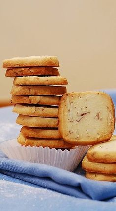 Almond shortbread cookies with Amaretto for Christmas cookie box! JuliasAlbum.com | Holiday food and recipes