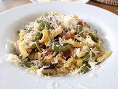 RECEPT: Špecle s fazolkami - rychlovka za 5 min! - Matky v nesnázích Pasta Salad, Ethnic Recipes, Food, Crab Pasta Salad, Essen, Meals, Yemek, Eten