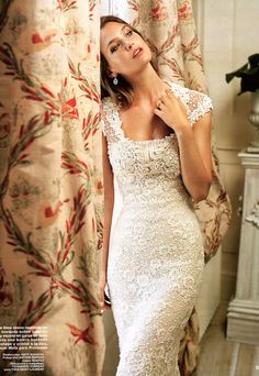 LOVE this wedding dress, shows curves