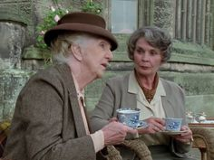 (1991) 'They Do it With Mirrors' starring Joan Hickson as Jane Marple and Jean Simmons as her friend Carrie-Louise Serrocold.