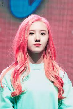 PRISTIN ♡ Xiyeon • Park SiYeon 박시연 (Park JungHyeon 박정현) at Bye & Hi concert 170106 #프리스틴