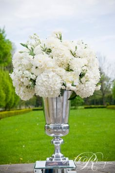 white reception wedding flowers, wedding decor, wedding flower centerpiece, wedding flower arrangement, add pic source on comment and w… Altar Flowers, Wedding Ceremony Flowers, Church Flowers, White Wedding Flowers, White Flowers, Floral Wedding, Wedding Bouquets, White Hydrangeas, Trendy Wedding