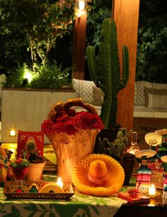 Mexican themed dinner complete with the big hats, tarcos, boritos, narchos and some fun facts about mexico - y not teach the kids some culture at dinner?