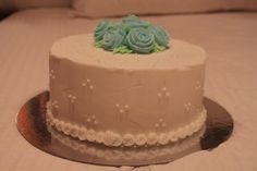 I've been taking Wilton basic decorating classes and this is what we made last week. The light unfortunately shows up the imperfections in the base layer but you guys, I made roses! Cake Decorating Courses, Wilton Cake Decorating, Wilton Cakes, Im Not Perfect, Roses, Guys, Desserts, Food, Tailgate Desserts