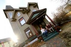 This is it!! The House...and the link to the blog!! Victorian Architecture in Des Moines!