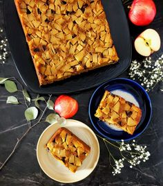 This delicious apple pie upside down cake is dairy free and refined sugar free. Fresh apples and chopped dates top a simple healthy molasses flavored cake. Healthy Frosting Recipes, Healthy Cake Pops, Healthy Apple Cake, Vegan Apple Cake, Healthy Pie Recipes, Healthy Cheesecake, Healthy Bars, Tart Recipes, Fruit Recipes