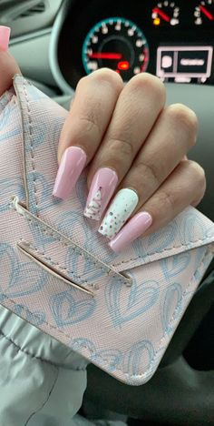 On average, the finger nails grow from 3 to millimeters per month. If it is difficult to change their growth rate, however, it is possible to cheat on their appearance and length through false nails. Grey Christmas Nails, Chistmas Nails, Xmas Nails, Holiday Nails, Simple Christmas, Christmas Acrylic Nails, Christmas Holiday, Holiday Mood, Winter Holiday