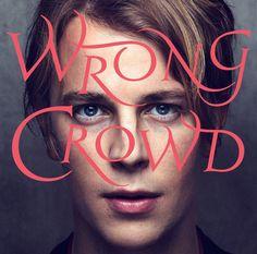 Wrong Crowd, le nouvel album de Tom Odell, sort aujourd'hui ! Il succède à son premier album Long Way Down qui s'est vendu à plus d'un million d'exemplaire