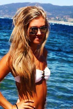 Anchor swim suit n sunglasses are so cute n love her hair!!