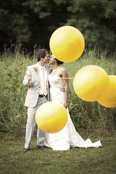 Wedding pix with gigantic balloons. love. The Bride's Cafe