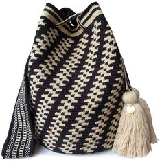 $84.90-$94.90 Excellent craftsmanship from the desert of Colombia. Large Wayuu bag are your go-to comfortable cross-body bag. Each bag carries a little piece of the soul of the indigenous artisan, taking 10-15 days to complete a single piece. All Wayuu bags come with a handwritten postcard, and little gift. www.lombiaandco.com Tapestry Bag, Tapestry Crochet, Knit Crochet, Crochet Bags, Loom Weaving, Knitted Bags, Tote Purse, Beautiful Bags, Little Gifts