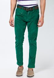 A perfect evening out, these green coloured causal trousers from United Colors of Benetton are a must-have this party season. Made from cotton spandex, these slim-fit trousers are very comfortable and skin friendly. Team these with a white coloured casual shirt and create a classic look.