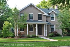 Stucco home in Naperville, Illinois with neutral paint colors