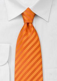 Orangefarbene Mikrofaserkrawatte