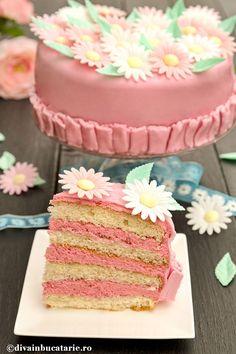 tort-cu-crema-din-unt-si-bezea-elvetiana-cu-zmeura-felie Romanian Food, Food Cakes, Vanilla Cake, Delicious Desserts, Cake Recipes, Unt, Sweets, Deserts, Recipes