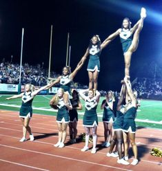 Cute pyramid for a small squad! 19 Words That Mean Something Completely Different To Cheerleaders The 5 formations every cheerleading squad needs -- kateboyd. Cool Cheer Stunts, Cheer Moves, Cheerleading Pics, Cheer Jumps, Cheerleading Workouts, Cheer Routines, Cheer Workouts, Cheerleading Flexibility, Song Workouts