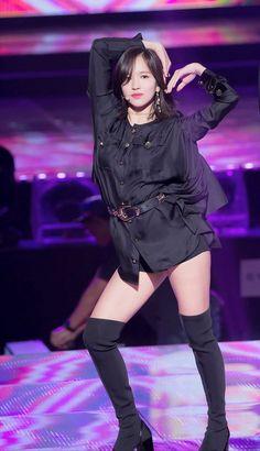 MiNa The BLACK SWAN HEART POSE  // KPL FOLLOW