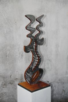 From German Artist Harald Schloten: Name of the sculpture: VERNETZT