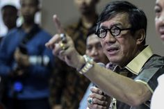 """Jakarta. Police have not ruled out allegations of torture against convicted drug offender Undang Kosim, 54, whose death sparked a riot inside the Banceuy prison in Bandung, West Java, on Saturday.  Bandung police chief Adj. Sr. Comr. Angesta Romano Yoyol told Detik.com on Monday (25/04) that Undang was found hanging by the door of his solitary cell at 1.30 a.m. on Saturday """"but we haven't concluded that he hanged himself.""""  """"We will wait for results from [Undang's] autopsy and then we will…"""