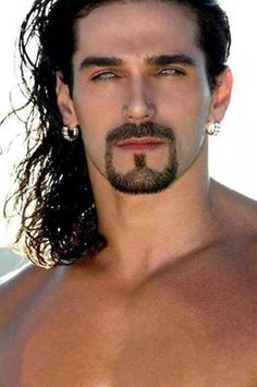 OMG, those gorgeous eyes, and that goatee and that long hair.whew, is it hot… Gray Eyes, Stunning Eyes, Attractive Men, Good Looking Men, Beard Styles, Male Beauty, Beauty Box, Facial Hair, Cool Eyes
