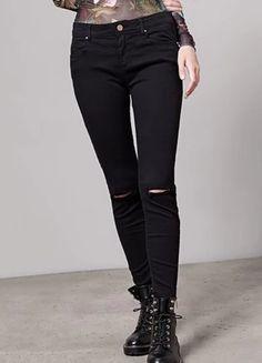 Spodnie rurki z rozdarciami