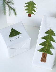 Geschenkverpackung mit Blättern