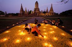 I love the gorgeous pics from National Geographic. Being new to the photography game, I am looking for sites that have genuine tips and techniques. Found it. This article talks about playing with lighting. The pic is a Flower Homage in Thailand.