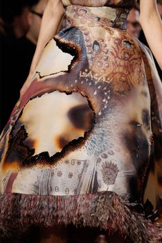 Giles Deacon - burned like. Saw this in William Morris Gallery. Sometimes, a mistake can turn out to be a beautiful idea. Textile Texture, Fabric Textures, Fashion Prints, Fashion Art, Fashion Design, Hijab Fashion, Trendy Fashion, Giles Deacon, A Level Textiles