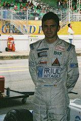 Milésimas: Un 20 de octubre de 2002 en el circuito de Magione se corría la novena fecha de la temporada para la Fórmula 3 Italiana con el triunfo de Cristiano Citron. Por su parte el GT2000 disputaba su octava presentación del año en el circuito de General Roca con la victoria de Néstor Martinelli.