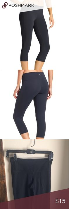 Chat Capri from Athleta Comfy high rise Capri leggings from Athleta! Very gently worn. I wore them a few times but they are too big on me so they didn't get much use at all! This size is good for a size 2. Very comfy leggings. Athleta Pants Leggings