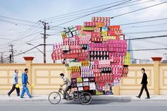 French photographer Alain Delorme's Totems series is a vivid and colorful documentary of bicycle-based object transportation in China We Are The World, People Of The World, Totems, Shanghai, Le Totem, Moving Day, French Photographers, Belle Photo, Mind Blown
