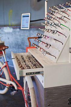 三輪車でメガネを売るというチャレンジ。Rivet&Swayに学ぶ小商い – YADOKARI|スモールハウス/小屋/コンテナハウス/タイニーハウスからこれからの豊かさを考え、実践するメディア。