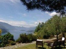 Visita la scheda dell'agriturismo Castello di Vezio. Situato in Collina, Lago a Varenna (Lecco), offre Solo pernottamento, Pern. e colazione in Struttura intera Appartamento - Varenna.