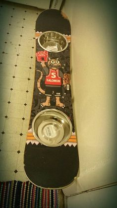 For my hip pooch - upcycled Salomon snowboard becomes a mounted feeder! From DKtreasurebox on Etsy: https://www.etsy.com/listing/205598891/dog-bowl-water-bowl-feeding-station-wall