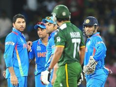 Yuvraj Singh (L) looks on Pakistan batsman Nasir Jamshed in a controversial decision 30 Sep 2012