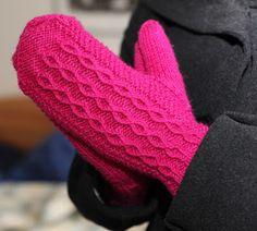 Oikeaa ja nurjaa Knit Mittens, Mitten Gloves, Textiles, Handicraft, Fingerless Gloves, Arm Warmers, Knit Crochet, Socks, Diy Crafts