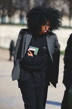 And numero quatre. #refinery29 http://www.refinery29.com/2016/03/105661/paris-fashion-week-fall-winter-2016-street-style-pictures#slide-27